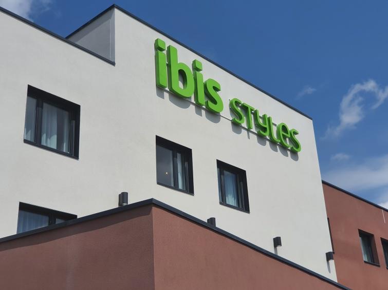 RESTRUCTURATION ET EXTENSION DE L'HÔTEL IBIS STYLES À PETITE FORÊT